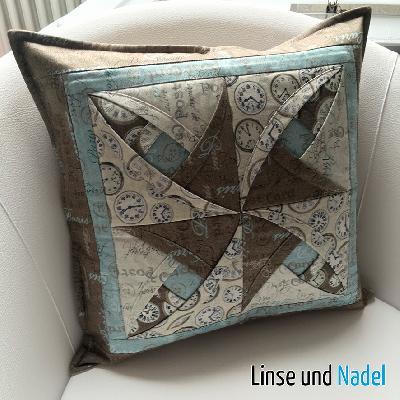 patchwork und quiltforum kissen in falttechnik. Black Bedroom Furniture Sets. Home Design Ideas