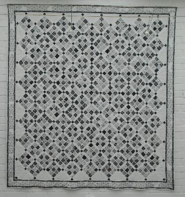 patchwork und quiltforum in schwarz und weiss fr her tagesdecke jetzt wandbehang. Black Bedroom Furniture Sets. Home Design Ideas